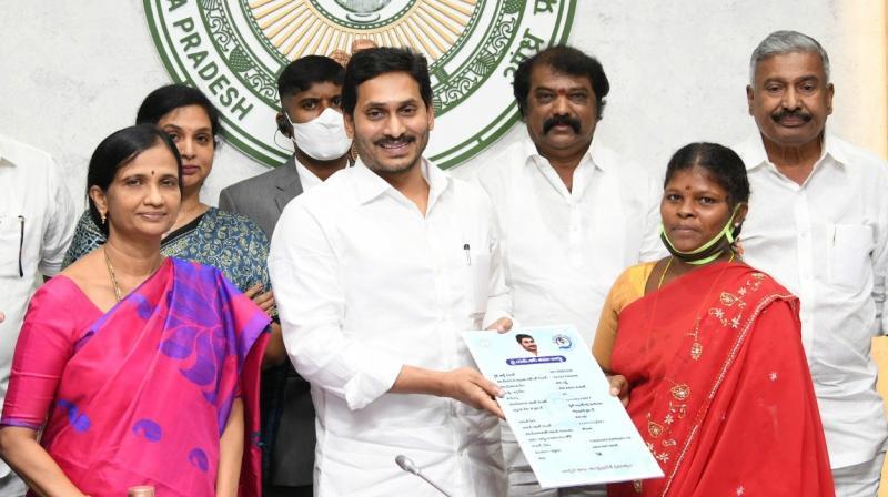Andhra CM launches 'YSR Bima' scheme| ആന്ധ്ര മുഖ്യമന്ത്രി 'വൈ.എസ്.ആർ ബിമ' പദ്ധതി ആരംഭിച്ചു_40.1