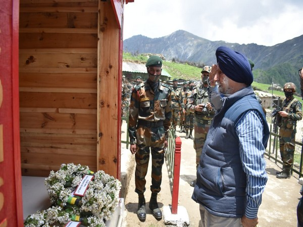 Indian Army Inaugurates War Memorial of Capt Gurjinder Singh Suri  ക്യാപ്റ്റൻ ഗുർജിന്ദർ സിംഗ് സൂരിയുടെ യുദ്ധസ്മാരകം ഇന്ത്യൻ ആർമി ഉദ്ഘാടനം ചെയ്യുന്നു_40.1