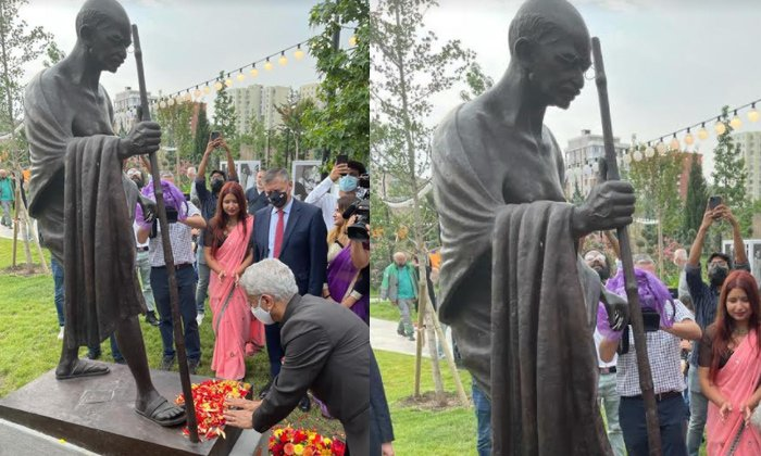 EAM Jaishankar unveils statue of Mahatma Gandhi in Georgia  ജോർജിയയിലെ മഹാത്മാഗാന്ധിയുടെ പ്രതിമ EAM ജയ്ശങ്കർ അനാച്ഛാദനം ചെയ്തു_40.1