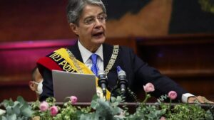 Ecuador's Lasso sworn in as first right-wing leader in 14 years | इक्वाडोरच्या लासोने 14 वर्षांत पहिले उजवे-नेते म्हणून शपथ घेतली_40.1