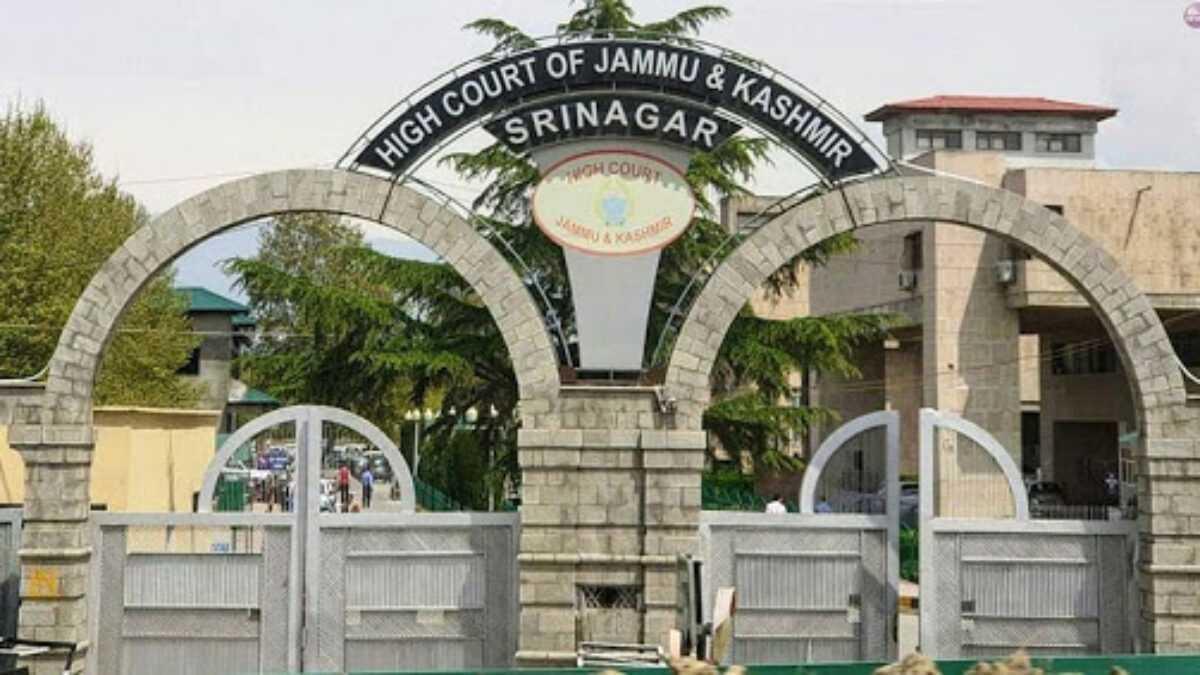 HC of J&K and Ladakh renamed as 'High Court of Jammu and Kashmir and Ladakh   জম্মু ও কাশ্মীর এবং লাদাখের হাই কোর্টের এর নাম পরিবর্তন করে 'High Court of Jammu and Kashmir and Ladakh' করা হয়েছে_40.1