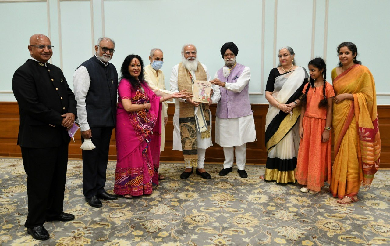 PM Modi receives 1st copy of 'The Ramayana of Shri Guru Gobind Singh' | 'ஸ்ரீ குரு கோபிந்த் சிங்கின் ராமாயணத்தின்' முதல் பிரதியை பிரதமர் மோடி பெற்றார் |_40.1