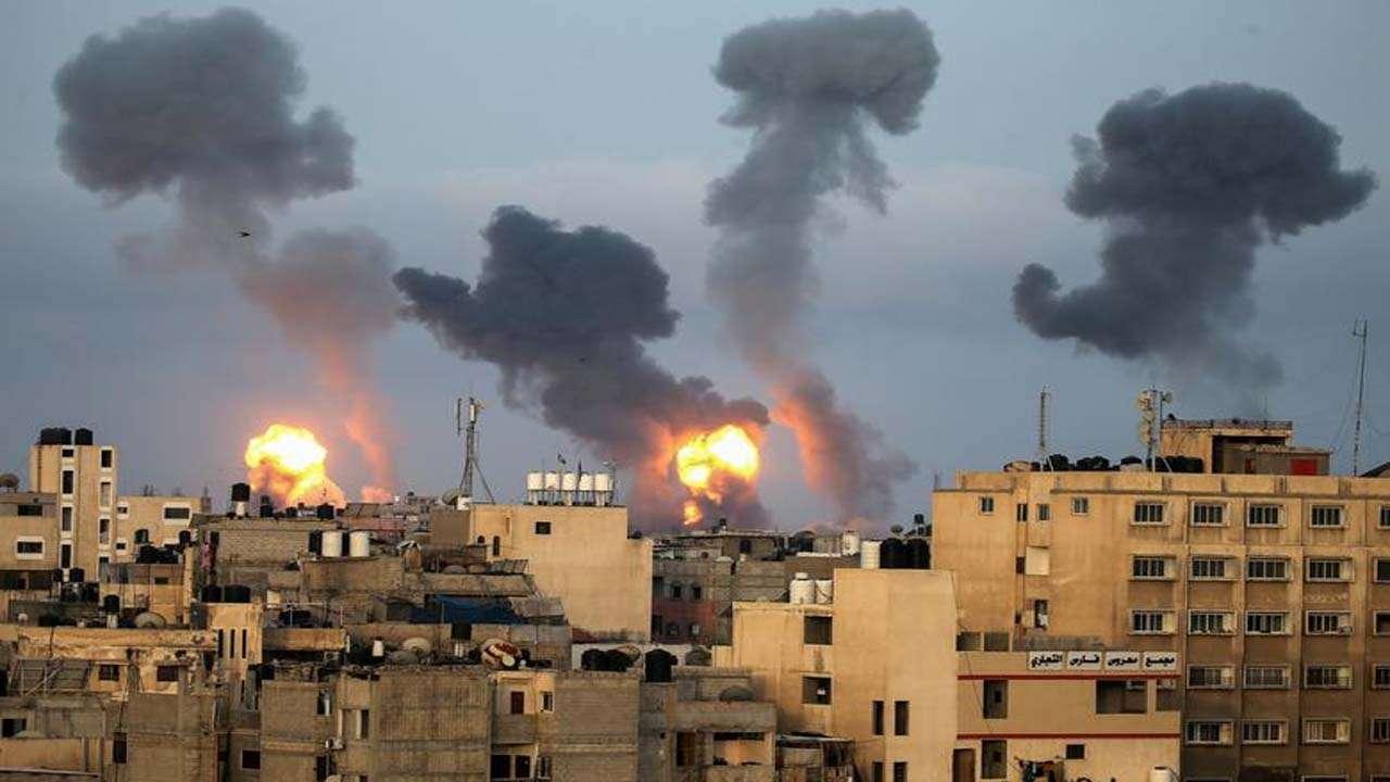Hostilities between Israel and Hamas escalated after the air strikes   వైమానిక దాడుల తరువాత ఇజ్రాయిల్ మరియు హమాస్ మధ్య శత్రుత్వాలు పెరిగాయి  _40.1
