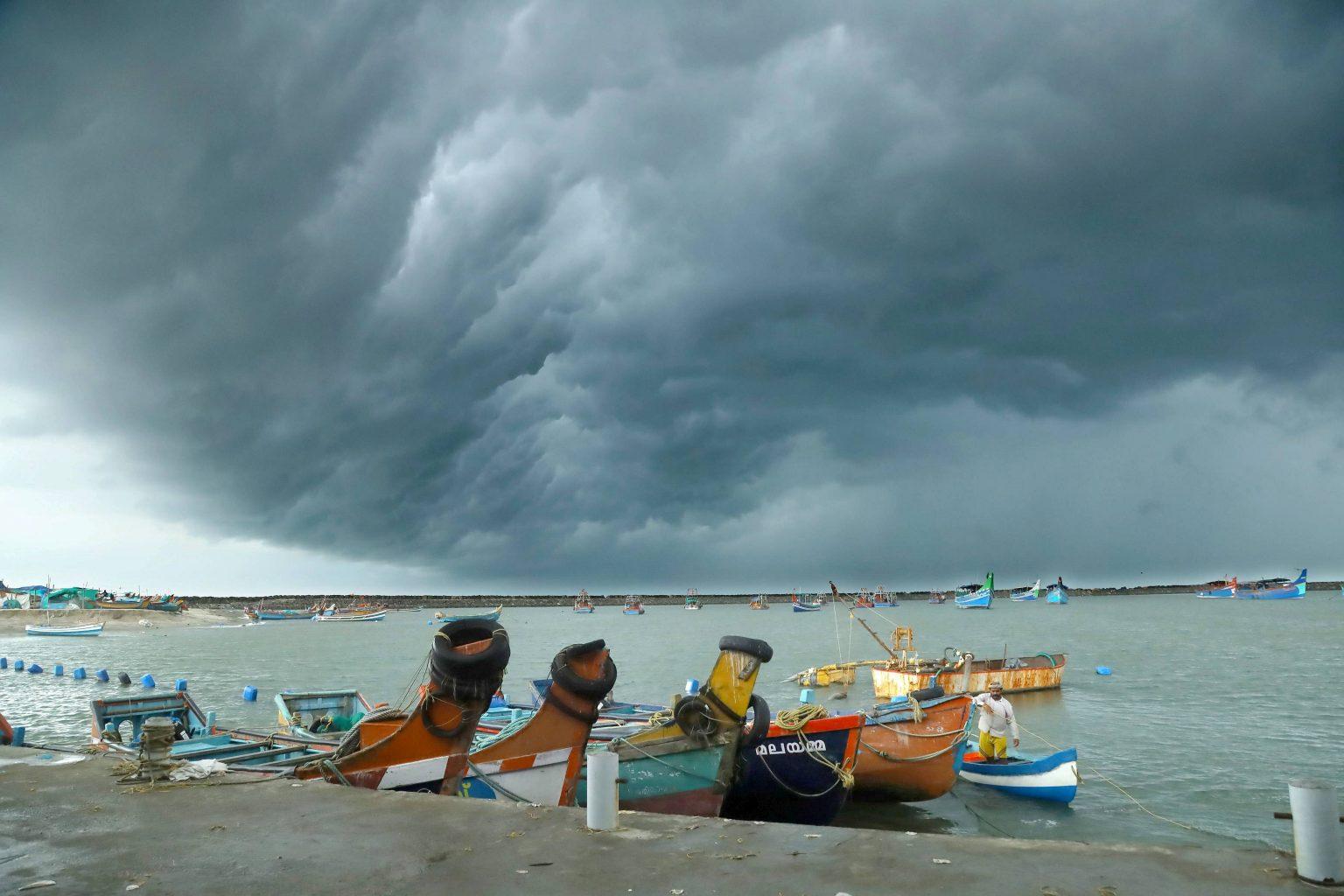 Cyclone Yaas to hit West Bengal, Odisha | పశ్చిమ బెంగాల్, ఒడిశాను తాకనున్న యాస్ తుఫాను |_40.1