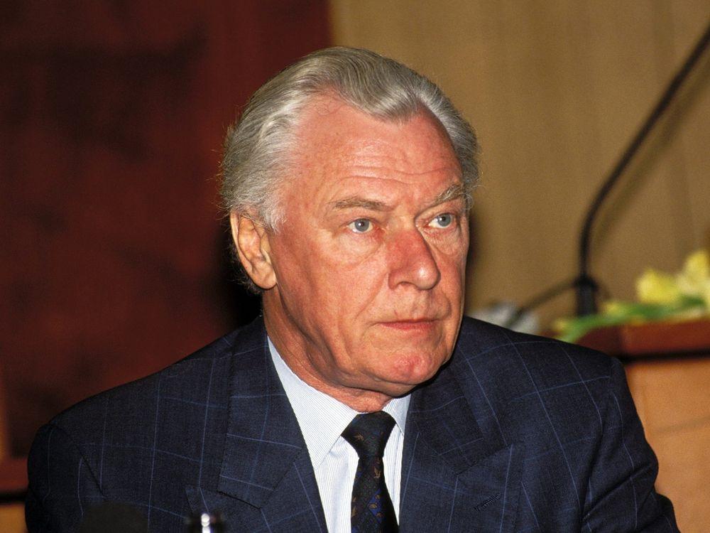 Former Danish Prime Minister Poul Schlueter Passes Away | డానిష్ మాజీ ప్రధాని పౌల్ ష్లూటర్ మరణించారు |_40.1
