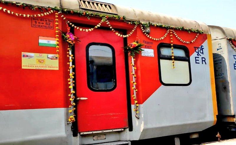 Manipur enters India's railway map as first passenger train reaches the state   మణిపూర్ రాష్ట్రానికి చేరిన మొట్టమొదటి పాసెంజర్ రైలు  _40.1