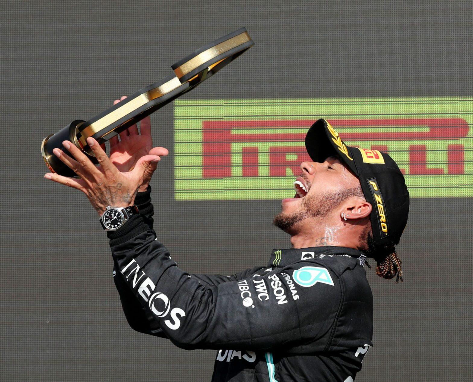 Lewis Hamilton wins British Grand Prix 2021   లూయిస్ హామిల్టన్ బ్రిటిష్ గ్రాండ్ ప్రిక్స్ 2021 ను గెలుచుకున్నాడు  _40.1