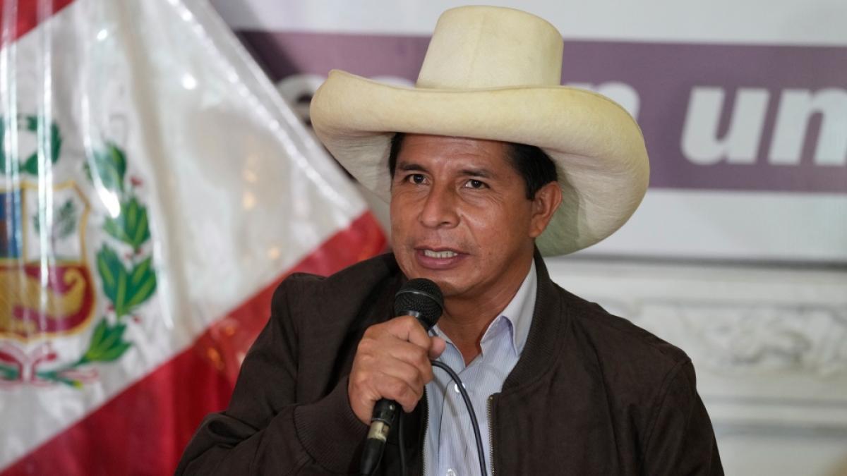 Leftist school teacher Pedro Castillo declared New Peru President | పెరూ అధ్యక్షుడిగా పెడ్రో కాస్టిల్లో |_40.1