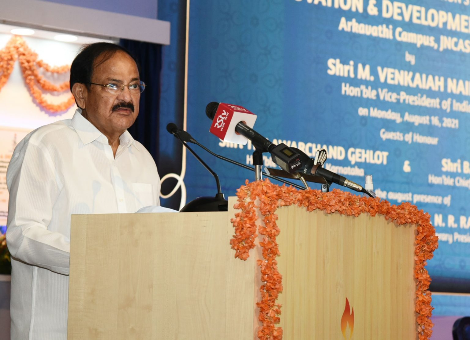 Venkaiah Naidu laid foundation stone of Innovation and Development Centre  _40.1